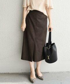 スエード風な生地に、タイトシルエットが上品な女性らしいスタイルが決まるスカート。<br>少し長めの着丈に、トップスを選ばないデザインが幅広く楽しめる1枚。<br>フロントに施したスリットが、カジュアルになり過ぎずに、綺麗めな雰囲気になるデザイン。<br>ウエスト一部がゴム仕様なのも嬉しいポイントです。<br><br><br>※汗や雨等の水分や摩擦にとり、他の衣類に色移りする場合がありますので、淡色衣類との組み合わせはご注意下さい。<br>※末永く愛用頂く為に、アテンションタグ・洗濯ネームを必ずご確認の上、着用又はお取り扱い下さい。<br><br><br><font color=RED>※画像の商品はサンプルです。 </b></font><br>実際の商品と仕様、加工、サイズが若干異なる場合がございます。<br><br><br>※屋外での撮影画像は、光の当たり具合で色味が異なって見える場合があります。商品の色味は、スタジオでの詳細画像をご参照ください。<br>