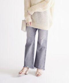 人気のupper hightsより、SHIPS別注アイテムが登場!<br><br>ハイライズ、フルレングスの、ひざ下から裾にかけフレアに広がるゆったりとしたフィット感の『THE ELLIOTT』。<br>ひざ周りにもゆとりがありフレアに広がる裾は、ノンストレスな着心地で、脚長効果も期待できる一着です。<br><br>人気の『THE ELLIOTT』をストレッチ効いた生地に変更。<br>トレンドの70年代のイメージが出るよう、裾は大胆な切りっぱなしデザインに別注しました。<br><br>存在感のあるデザインながらも、すっきりとした大人っぽいデニムです。<br>シーズンレスで着回せるので、一着持っておくと重宝します。<br><br><br>【upper hights】<br>2014春に創立したブランド。シンプルかつ洗練されたスタイリッシュなデザインと高品質でシルエットにもこだわりを追求し、大人の女性に向けたデニムコレクションを展開している。<br><br><br>※素材の特性上、若干の色ムラ、擦れが見られる場合がございますが、予めご了承下さい。<br>※雨や汗に濡れた状態での摩擦により、色落ちする恐れがございますのでご注意下さい。<br>この製品にある、染めムラ・糸切れ・生地切れは商品の特徴です。<br>※末永く愛用頂く為に、アテンションタグ・洗濯ネームを必ずご確認の上、着用又はお取り扱い下さい。