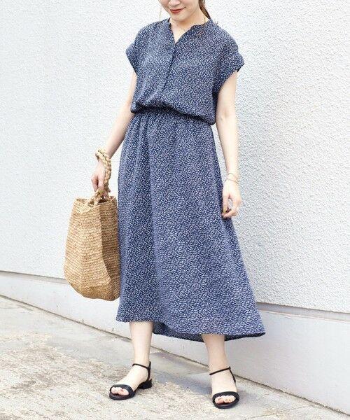 SHIPS for women / シップスウィメン ロング・マキシ丈ワンピース | フラワープリントショートスリーブワンピース◇(ネイビー)