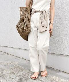 ご好評のベイカーパンツが登場!<br>お好みに合わせて選べるよう、サイズ展開を豊富にしています。<br><br><br>■デザイン<br>大人カジュアルスタイルに欠かせないベイカーパンツ。<br>裾に向かって細くなったテーパードシルエットでカジュアルになりすぎず、大人っぽい印象でご着用いただけます◎<br>流行に左右されないシンプルなデザインで、一枚あると重宝すること間違いなしのアイテムです。<br><br><br>■素材<br>スパンデックス繊維を利用した、伸張回復効果のある素材を使用しているので着心地が良く、体のラインに自然に馴染みます。<br>ご自宅でお洗濯可能なイージーケアも魅力。<br><br><br>■コーディネート<br>リネンシャツやTシャツ、秋冬にはニットなど、トップス次第でオールシーズン活躍してくれる万能な一着。<br>4サイズ展開なので、あえて大きめサイズをチョイスし、ルーズに着こなしていただくのもおすすめ◎<br><br><br>-------------------------------------<br>生地の厚み:中間<br>伸縮性:やや有<br>透け感:無<br>光沢感:無<br>水洗い:可<br>-------------------------------------<br>【スタッフ着用コメント】<br>《スタッフ1》<br>身長:156cm/体型:細身/普段サイズ:36/着用サイズ:34(ベージュ)<br>サイズ感:ウエスト周りジャストサイズでした。くるぶしが見える丈で足元がすっきりと見える丈感です。<br>コメント:テーパードできれいなシルエットです。大人カジュアルな印象に仕上がります。<br><br>《スタッフ2》<br>身長:156cm/体型:細身/普段サイズ:36/着用サイズ:36(オフホワイト)<br>サイズ感:ウエストとヒップ周りはゆったりとして余裕がありました。ジャストで穿くなら34サイズですが、ルーズな着こなしがお好きな方は36がおすすめ。足首も隠れる着丈なので、ヒールともバランス◎<br>コメント:ゆったり感があり着心地が良いです。ロンTEE・タンクトップとスタイリングを変えて着用してみましたが、季節の変わり目にも一着あるととても重宝します◎<br>------------------------------------- <br><br><br>※末永く愛用頂く為に、アテンションタグを必ずご確認の上、着用又はお取り扱いください。<br>※屋外での撮影画像は、光の当たり具合で色味が異なって見える場合があります。商品の色味は、スタジオでの詳細画像をご参照ください。<br><br><font color=RED>※画像の商品はサンプルです。 </b></font><br><br>実際の商品と仕様、加工、サイズが若干異なる場合がございます。