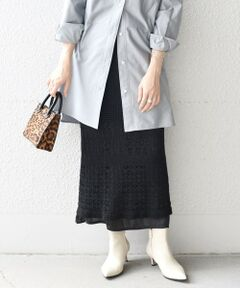 """<p><strong><span style=""""color: rgb(0, 0, 255);"""">- SHIPS web edition -</span></strong><br>■デザイン<br>レイヤードしても単体で着ても決まる透かし編みニットスカートです。<br>ご自宅で手洗い可能なイージーケアアイテム!<br>ミディ丈のストレートなシルエットがカジュアルになりすぎません。<br>インナースカートもヴィンテージサテンを使用し、1枚で着用できるシルエットにこだわりました。<br><br>■素材<br><ニットスカート><br>通常の綿糸に比べて和紙は比重が軽く湿度や温度を保つ効果があります。シーズンレスに着用できるのも嬉しいポイントです。環境にやさしい原料を使用し、従来より細い糸作りに成功した画期的な素材になります。<br><br><サテンスカート><br>天日干し風のリラックス感と、ふくらみのあるエアリーな風合いに仕上げられたヴィンテージサテンです。<br>サテンスカート、スペック<br>着丈: 36、約84 38、約95<br>ウエスト: 36、約64 38、約66<br>ヒップ: 36、約109 38、約111<br><br>■コーディネート<br>カジュアルにTシャツあわせや、秋に向けてオーバーサイズのシャツやヴィンテージライクなブラウスにあわせても素敵です。透かし編みをいかしてパンツや柄物スカートをレイヤードしたりと幅広くコーディネートできる1着です。<br><br>-------------------------------------<br>生地の厚み:薄手<br>伸縮性:有(サテンスカート無)<br>透け感:有(サテンスカートやや有)<br>光沢感:無(サテンスカート有)<br>水洗い:可<br>-------------------------------------<br>【スタッフ着用コメント】<br>《スタッフ1》<br>身長:156cm/体型:細身/普段サイズ:36/着用サイズ:36<br>サイズ感:ウエストゴムでストレスフリーな履き心地◎細身なシルエットで上品な印象もプラスできます。<br><br><br>※生産状況により店舗にて販売する場合もございます。<br><br>※末永く愛用頂く為に、アテンションタグを必ずご確認の上、着用又はお取り扱い下さい。<br><br>※こちらの製品はバッグやアクセサリー等の引っかかりに十分ご注意下さい。<br><br>※屋外での撮影画像は、光の当たり具合で色味が異なって見える場合があります。商品の色味は、スタジオでの詳細画像をご参照ください。<br><br><font color=""""RED"""">※画像の商品はサンプルです。 </font><br>実際の商品と仕様、加工、サイズが若干異なる場合がございます。</p>"""