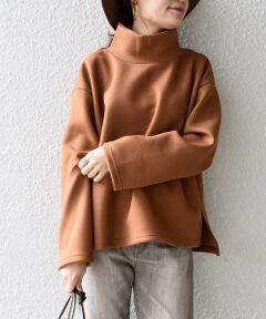"""<p><strong><span style=""""color: rgb(0, 0, 255);"""">- SHIPS web edition -</span></strong><br><br>肌触りが非常に良く、とにかく軽い素材のダンボール生地を使用したハイネックがポイントのトップスです。<br>秋から真冬まで着用していただける万能な1着で、ストレスフリーに着用していただけます。<br>程よいルーズ感がコーディネートの幅を広げてくれるアイテム。<br>お仕事からデイリーまでコーディネートして頂けて、着まわし力があります。<br>きれいめなパンツやスカートとパンプスなどで合わせて頂いても◎。<br><br>--------------------------------------------<br>生地の厚み:中間<br>伸縮性:有<br>透け感:無<br>光沢感:やや有<br>水洗い:可<br>--------------------------------------------<br>【スタッフ着用コメント】<br>《スタッフ1》<br>身長:156cm/体型:細身/普段サイズ:SMALL/着用サイズ:S<br>サイズ感:体のラインを拾わないデザインなのでSでもゆとりがありました。<br>コメント:とても軽い素材でした。滑らかな生地なので肌触りがよかったです。<br><br>《スタッフ2》<br>身長:160cm/体型:細身/普段サイズ:SMALL/着用サイズ:M<br>サイズ感:張りのある生地なのでMでも着られることもなく、オーバーサイズのゆったり感がお好きな方はMがおすすめです!<br>コメント:どのニュアンスカラーもきれいなので、色違いで欲しいアイテムです◎。<br><br>--------------------------------------------<br><br>※生産状況により店舗にて販売する場合もございます。<br><br>※末永く愛用頂く為に、アテンションタグを必ずご確認の上、着用又はお取り扱い下さい。<br><br>※屋外での撮影画像は、光の当たり具合で色味が異なって見える場合があります。商品の色味は、スタジオでの詳細画像をご参照ください。<br><br><font color=RED>※画像の商品はサンプルです。 </b></font><br>実際の商品と仕様、加工、サイズが若干異なる場合がございます。<br><br>"""