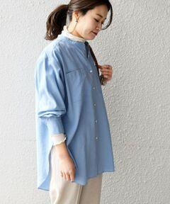 """イタリアMANTECO社の生地とサスティナブルをうたうビスコース素材を使用したシャツ。<br>二種類の糸を使用した平織りで、奥行きのある色合いに。<br>素材にはワッシャー加工が施されており、程よくナチュラルに見せてくれます。<br><br>丈感が長めになっているのでボトムと合わせて一枚で着用するだけでなく、レイヤードにもお勧めのアイテムです。<br>ニットのベストやトップスと組み合わせて今年らしいスタイリングに。<br><br>-------------------------------------<br>生地の厚み:薄手<br>伸縮性:無<br>透け感:無(オフホワイトのみやや有)<br>光沢感:無<br>水洗い:可<br>-------------------------------------<br>【スタッフ着用コメント】<br>身長:156cm/体型:細身/普段サイズ:36/着用サイズ:ONE SIZE<br>サイズ感:身幅・丈感どちらも程よいゆとりがあり着やすかったです。<br>コメント:ブラウスはイン・アウトだけでなくレイヤードにしても着回せるので綺麗めからカジュアルなスタイリングまで幅広く合わせられそうです。<br>-------------------------------------<br><br>※末永く愛用頂く為に、アテンションタグを必ずご確認の上、着用又はお取り扱い下さい。<br>※水分が付着するとシミになりますのでご注意ください。<br>※過度な力や摩擦が加わると、縫い目の滑脱、生地の擦り切れや破れ、生地の変形が生じますので十分にご注意ください。<br><br><font color=""""RED"""">※画像の商品はサンプルです。 </font><br>実際の商品と仕様、加工、サイズが若干異なる場合がございます。<br><br>※屋外での撮影画像は、光の当たり具合で色味が異なって見える場合があります。商品の色味は、スタジオでの詳細画像をご参照ください。"""