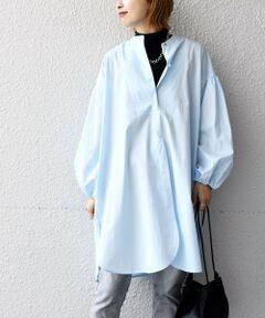 フロントにスリットが入ったビブヨークシャツ。<br>今年らしくベストやジレを重ねた時も、ボリューム袖や襟元、裾から覗くデザインポイントに拘った1枚です。<br>ヒップまで隠れる安心丈とゆったりとしたサイズ感で、寒い時期はインナー合わせもできる着回しの利くブラウスです。<br><br>※末永く愛用頂く為に、アテンションタグ・洗濯ネームを必ずご確認の上、着用又はお取り扱い下さい。