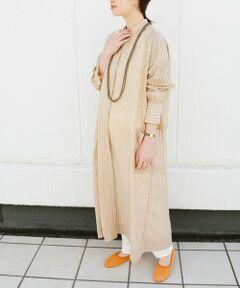 【BENCH MARKING SHIRT】<br>生地の風合いとデザインがベストバランスなシャツワンピース。<br>ベーシックなシャツディテールをベースにしたAラインシルエットが女性らしい印象に。<br>透け感のある上品なオーガンジー素材で仕上げた春らしい柄が目を惹く1枚。<br>ワンピースとしてそのまま着ても、羽織としても◎。様々な着こなしが楽しめるアイテムです。<br><br>【BENCH MARKING SHIRT】<br>シャツをワードローブにおける普遍的なアイテムと捉え、時代やシーンに合わせて様々な変革を遂げてきた無数に存在するシャツを探究。生地・パターン・シルエットはさることながら、機能性とデザイン性に優れたものづくりを行う。<br><br><br>※末永く愛用頂く為に、アテンションタグ・洗濯ネームを必ずご確認の上、着用又はお取り扱い下さい。