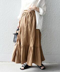 軽さと独特な素材感を兼ね備えた大人フェミニンなティアードスカート。<br>特殊なダブルワッシャー加工を施した素材で独特な表情が特徴です。<br>たっぷりと分量を取りボリュームのあるシルエットですが、軽い着心地なのもポイント◎<br>さらりとした質感でシワになりにくいので、テレワーク需要にもお勧めです。<br>デザイン性のあるマキシ丈でシンプルなトップスとのコーディネートもこなれた印象に。<br><br><br>※末永く愛用頂く為に、アテンションタグを必ずご確認の上、着用又はお取り扱い下さい。<br>※しわ、プリーツ加工は、永久的なものではありません。<br>※着用、洗濯の繰り返しで、しわ、プリーツは徐々に消失していきます。