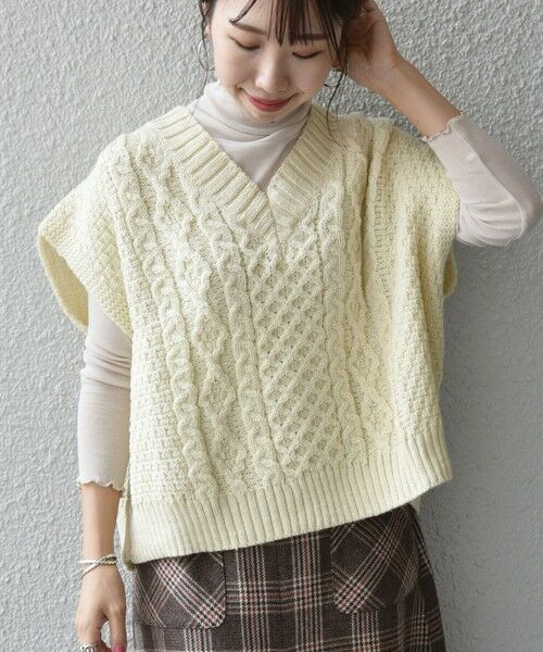 SHIPS for women / シップスウィメン ベスト | 【SHIPS any別注】Oldderby Knitwear: オーバー アラン ケーブル ニット ベスト(オフホワイト)