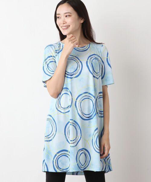 TABASA / タバサ チュニック   ポリエステルスムースサークルプリント半袖チュニック(ブルー)