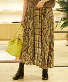 レーヨン糸をポリエステルでカバリングして織り上げたボイル素材のスカート。<br>細かなランダムプリーツとアシンメトリーなヘムラインがトレンドムード溢れる一着です。<br>ほど良いシャリ感とほのかな透け感があり、分量がありながらも軽やかな印象に。<br>動くたびにさらさらと揺れる裾が女性らしい雰囲気を演出してくれます。<br>ブラウスなどをタックインするのはもちろん、ゆったりとしたニットなどと合わせたボリュームシルエットでの着こなしもおすすめ。<br>シャープなグレーとソフトなベージュ、オリジナルのチェック柄を施した2色展開です。<br><br>2018AW商品<br><br><b>店舗にお問い合わせの際は、下記の品番をお申し付けください。<br>品番:11058405104</b><br><br>※※プリーツ加工について※※<br>プリーツ加工は永久的なものではなく、着用やクリーニングの繰り返しで次第に折り目はあまくなっていきます。<br>より長く美しい形を保つため、お取扱い上の注意をよくご確認の上、ご使用をお願いします。