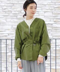 絶妙な光沢感のあるコットンのモールスキン素材を使用したシャツ。<br>細番手の糸で織り上げているため軽さがあり、ハード過ぎない表情がポイントです。<br>ボールバイオ加工を施すことで素材本来のコシを抜き、しなやかでラフな風合いに仕上げました。<br>ゆったりとしたボディとドロップショルダーのデザインで、軽く肩を抜いて着用すればこなれ感のある雰囲気に。<br>付属のベルトでブラウジングをしてふんわりとさせたボリュームのある着こなしがおすすめです。<br>タイトスカートやワイドパンツなど、合わせるボトムスを問わずさまざまなコーディネートをお楽しみいただけるアイテム。<br><br>2019SS商品<br><br><b>店舗にお問い合わせの際は、下記の品番をお申し付けください。<br>品番:12019101041</b>