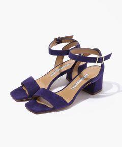 チャンキーヒールで安定感があり履き心地の良いサンダル。<br>オレンジとパープルの2色展開でスタイリングのアクセントになります。<br><br>〈PELLICO(ペリーコ)〉<br>イタリアのヴェニス郊外フォッソに本社・ファクトリーを持つシューズブランド。<br>1963年に靴の工房として創業し、1980年よりPELLICO s.r.lがスタート。<br>シンプルでありながらも洗練されたエレガントなデザインとイタリアならではの美しい色使い、そして良質な素材と卓越した職人技術により生み出される最上級の履き心地の靴を提案しています。<br><br>※サイズ※<br>35  23.0cm~23.5cm<br>36  23.5cm~24.0cm<br>37  24.0cm~24.5cm<br><br>国によってサイズ基準が異なり、デザインや素材、ブランドによっても差があります。<br>あくまでも標準的な目安としてご利用ください。<br><br>2019SS商品<br><br><b>店舗にお問い合わせの際は、下記の品番をお申し付けください。<br>品番:33019201073</b>