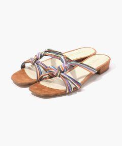 華奢なコードを組み合わせたヌーディーで上品な夏らしいサンダルです。<br>ニュアンスのあるマルチカラーがスタイリングのアクセントに。<br>ほど良いヒールで歩きやすく、デイリーに活躍してくれます。<br><br>〈Carmen Salas(カルメン サラス)〉<br>スペイン・バレンシア地方のシューズファクトリーブランド。<br>デザイナーのCarmen Salas(カルメン・サラス)は1970年頃からバイヤーなどを経てデザイナーとして独立。 <br>『靴』ではなく『女性の表現としての一部の靴』という、履く女性が「どのように履くのか」にフォーカスして作られた奥ゆかしくもシンプルなテイストが魅力です。<br><br>※サイズ※<br>36  23.0cm~23.5cm<br>37  23.5cm~24.0cm<br>38  24.0cm~24.5cm<br><br>国によってサイズ基準が異なり、デザインや素材、ブランドによっても差があります。<br>あくまでも標準的な目安としてご利用ください。<br><br>2019SS商品<br><br><b>店舗にお問い合わせの際は、下記の品番をお申し付けください。<br>品番:33019201120</b>