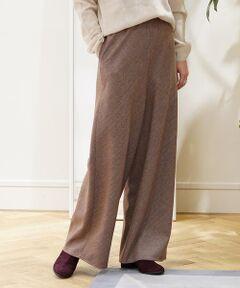 タテ糸に起毛感のある糸を、ヨコ糸に細番手の糸を使用してライトなサキソニー素材に仕上げたウールツイルシリーズ。<br>毛羽のないフラットな表面感でクリーンな表情が魅力です。<br>セミワイドパンツは太すぎない絶妙なシルエットとウエストゴムのデザインで抜け感のある大人の雰囲気に仕上げた一着。<br>Tシャツからニットまで、季節に合わせて幅広いスタイリングで活躍してくれます。<br>コーディネートにこなれ感を演出してくれるアイテム。<br>〈GALERIE VIE〉らしいニュアンス感のあるカラー展開もポイントです。<br><br>2019AW商品<br><br><b>店舗にお問い合わせの際は、下記の品番をお申し付けください。<br>品番:23049504304</b>