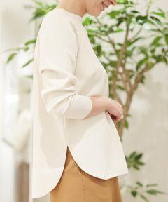 さらりとしたタッチとクリアな表面感が特徴のミラノリブ素材を使用したプルオーバー。<br>ストレッチ性に優れた着心地の良さが魅力です。<br>やや横に広いネックラインにボックスシルエットでリラックス感がありつつも女性らしい印象の一着。<br>前後差のあるラウンドヘムがポイントで、タックイン・アウトどちらの着こなしもおすすめです。<br>ミニマルなデザインなのでどんなスタイリングにも馴染み、デイリーに活躍してくれる便利なアイテム。<br>同素材のパンツ(商品番号:11-04-95-04002)やスカート(商品番号:11-05-01-05102)とセットアップスタイリングもお楽しみいただけます。<br><br>2020SS商品<br><br><b>店舗にお問い合わせの際は、下記の商品番号をお申し付けください。<br>商品番号:11020102107</b><br><br>※※ご自宅でのお洗濯の際は、洗濯方法を十分ご確認の上、やさしい手洗いをお願いいたします。