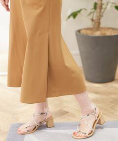 ほのかな光沢としなやかなタッチが魅力のカルゼ素材を使用したシリーズ。<br>ストレッチ性に優れた穿き心地の良さも魅力です。<br>スカートは緩やかなフレアシルエットと膝下まで届く長めのミディ丈でクラシカルかつエレガントな印象の一着。<br>すっきりとしたウエストデザインで、タックインスタイルはもちろんざっくりとしたニットとのコーディネートもおすすめです。<br>デイリーからオフィスシーンまで幅広く活躍してくれる、クリーンな表情のアイテム。<br><br>2020SS商品<br><br><b>店舗にお問い合わせの際は、下記の商品番号をお申し付けください。<br>商品番号:11-05-02-05732</b><br><br>※※お取扱い上の注意※※<br>・汗や水に濡れると乾いた後にシミに見える場合があります。<br>濡れた際は出来るだけ早く水分を取り除いてください。<br>その他お取扱い上の注意をご確認の上、ご使用をお願いいたします。<br>・ご自宅でのお洗濯の際は、洗濯方法を十分ご確認の上、やさしい手洗いをお願いいたします。