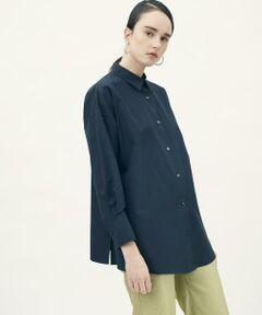 しっとりとしたタッチと美しい光沢感が特徴の上質なコットンブロード素材を使用したシャツシリーズ。<br>2-wayシャツはリラックス感漂うシルエットやメンズシャツのようにシャープな襟、ステッチの入れ方など細部にまでこだわった〈TOMORROWLAND collcetion〉ならではの一着です。<br>下から2番目のボタンをサイドで留めてカシュクールとして着用するのがおすすめ。<br>ミニマルな印象ながら一枚でさまになり、シーズンやテイストを問わず幅広いシーンで活躍してくれるアイテムです。<br><br>※色味はアイテム画像をご参照ください。<br>※下から2番目のボタンとボタンホールは色糸を使用しています。<br>ホワイト:ブルー<br>ネイビー:ホワイト<br><br>スタッフ身長:157cm<br><br>2021SS商品<br><br><b>店舗にお問い合わせの際は、下記の商品番号をお申し付けください。<br>商品番号:13-01-11-01202</b><br><br>※※お取扱い上の注意※※<br>この製品は染料の特性上、光(紫外線)に非常に弱く、変色しやすい性質があります。<br>保管の際には十分ご注意下さい。
