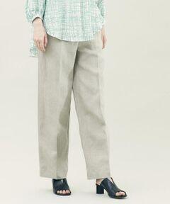 厳選されたリネン糸を高密度に織り上げたプレーンリネンシリーズ。<br>着用するほどに身体に馴染み、変化する風合いをお楽しみただけます。<br>パンツは裾まですとんと落ちるシルエットがマニッシュな印象ながら、ハイウエストのデザインにすることで女性らしいメリハリのあるバランスに仕上げた一着。<br>付属のレザーベルトがエッジの効いたアクセントなので、トップスをタックインした着こなしがおすすめです。<br>スタイリング次第でオンオフ問わず幅広いスタイリングで活躍してくれるアイテム。<br>同素材のコート(商品番号:22-08-11-08108)とのクールなセットアップスタイルもお楽しみいただけます。<br><br>スタッフ身長:160cm<br><br>2021SS商品<br><br><b>店舗にお問い合わせの際は、下記の商品番号をお申し付けください。<br>商品番号:22-04-11-04108</b>