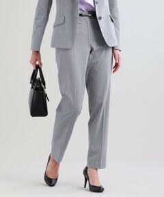 【セットアップ対応】【XSサイズ〜】【美Slim Pants】トリアセルクスパンツ<br /><br />踝レングスのスリムパンツです。同素材のジャケットに合わせてバランスよくコーディネートできる美シルエットに仕上がっています。<br />スーピマ綿の細番手とポリエステル、パルプ原料のサスティナブル素材であるトリアセテートをハイゲージ編機で編み上げた素材です。表情はコンパクトな布帛調ですが収縮性のあるコンフォートストレッチニットオックスなので着心地抜群です。トリアセテートの持つ上品な光沢感も特徴的な素材です。<br /><br />【美シリーズ】<br />バックスタイルに自信が持てる!<br />・ヒップ下のカーブに沿うパターンメイキングでヒップ下のもたつきを解消<br />・脇線の位置を通常より後ろにすることでヒップを小さく見せてくれます<br />・膝下の絞り位置を高めにすることで膝下をすらりと見せてくれる視覚効果もあります<br /><br />▼セットアップジャケット U1E02307<br />▼セットアップジャケット U1E03307<br /><br /><br />【着用推奨シーズン】春〜秋<br /><br />モデル(下部ディテール画像):H 165 B 75 W 58 H 84 着用サイズ: 38