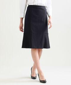 【セットアップ対応】【美Skirt】ツイーディーアートピケセミフレアースカート<br /><br />履き心地の良いセミフレアースカートです。裾付近に入った切り替えでセミフレアーのシルエットを作っています。シンプルなタイトスカートよりもニュアンスを持たせたデザインに仕上げています。<br />トリコットジャカード機を使用したハイテンションニット素材です。凹凸のある組織なので表情感のある素材に仕上がっています。ナイロンならではの軽やかさと着心地のよさが特徴の素材です。<br /><br /><br />【美シリーズ】<br />バックスタイルに自信が持てる!<br />・ヒップポイントを高めにすることで、ヒップから脚にかけてのS字ラインを美しく表現<br />・脇線の位置を通常より後ろにすることでヒップを小さく見せてくれる視覚効果もあります<br /><br /><br />▼セットアップジャケット U1E01301<br /><br />【着用推奨シーズン】秋〜春<br /><br />モデル(下部ディテール画像):H 165 B 76 W 58 H 84 着用サイズ: 38