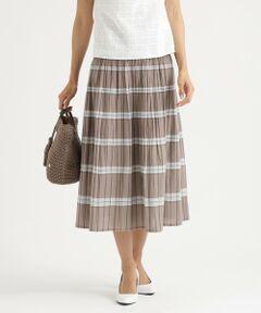 【リバーシブル】【ウォッシャブル】リバーシブルスカート<br /><br />大好評のリバーシブルスカートが新たな柄で再登場しました。<br />ウエストはゴム仕様ですが締め付ける感じはなく、楽に穿けるのでデイリーユースにおすすめです。<br /><br />特殊なジャカード織機を使用したチェックジャカード素材です。高級感があり、カジュアルすぎない上品なコーディネートに一役買ってくれます。<br />チェックとストライプのリバーシブルで着用可能なので着回し力も抜群です。<br /><br /><br />【着用推奨シーズン】春~秋<br /><br />モデル(下部ディテール画像):H 168 B 76 W 58 H 86 着用サイズ:38