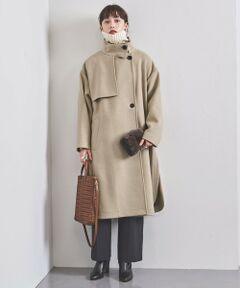 しっとりと柔らかな起毛メルトン素材を使用したスタンドカラーコート。<br>たっぷりと分量感がありながらも軽やかに羽織っていただける裏地のない仕立て。<br>ガンパッチやレインヨーク、サイドのスリットなどを忍ばせたこだわりのディテールも魅力。<br>特徴的な変形スタンドカラーをポイントにボタンを閉めて着用していただくのもおすすめです。<br><br><br>【生地感】<br>--------------------------<br>裏地:なし<br>透け感:なし<br>生地の伸び:なし  <br>光沢感:なし<br>--------------------------<br><br><font color=purple>店舗へお問い合わせの際は、全国のUNITED ARROWS各店舗まで下記の品名/品番をお申し付けください。<br>品名:UBCB W/N H/B STD SLIT105  品番:15251443988</font>