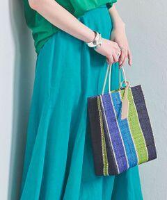 様々な色が織り込まれたマルチストライプ柄のショッパー型トートバッグ。<br>細やかな編み込みが美しく、鮮やかな配色は春夏の気分にぴったり。<br>華奢なハンドルは女性らしい柔らかさを演出します。<br><br><ELESAC(エルサック)><br>装いに喜びを与えてくれる色、温もりを感じられる素材、季節を楽しませてくれるデザイン。<br>インド洋に浮かぶマダガスカルの伝統的なモノづくりを取り入れたエルサックは、女性の美しい時間に彩りを発信します。<br><br><font color=purple>店舗へお問い合わせの際は、全国のUNITED ARROWS各店舗まで下記の品名/品番をお申し付けください。<br>品名:ELESAC PAPIRO TT  品番:17325998967</font>