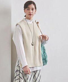 """さらりとした肌触りが特徴的なアゼ編みのニットベスト。<br>上質な混紡素材を使用し、ふっくらとした編み目もポイント。<br>前後差のあるヘムラインとサイドスリットが軽やかな印象もプラス。<br>インナーのレイヤード次第で着用シーズンも幅広く、コーディネートのアレンジを楽しめるアイテムです。<br><br>【生地感】<br>--------------------------<br>裏地:なし<br>透け感:なし<br>生地の伸び:適度にあり  <br>光沢感:なし<br>--------------------------<br><br>【ケア方法】手洗い可。※ネット使用。<br>※ ご自宅でのお洗濯の際は、洗濯表示を必ずご確認ください。<br>※ お取り扱いに関して、付属のアテンションタグのご確認をお願いいたします。<br><br>生成・淡色系の色物は無蛍光洗剤をご使用ください。<br>すすぎは十分行い、他の物と分けて洗い、つけ置き洗いや濡れたままの放置は避けてください。<br>濃色の場合、摩擦により他の物へ色移りすることがあるため、白・淡色との着用にご注意ください。<br>型崩れしやすいため、形を整えて干してください。<br><br>《引っかけにご注意》<br>粗い組織のものや、表面に凹凸があってルーズな組織のもの、表面に糸が浮き出ているものは、ちょっとした不注意から""""引っかけ""""てしまいがちです。<br>・着用時にベルト、バッグや周囲の壁など、表面の粗いものとの摩擦や引っかかりにご注意ください。<br>・洗濯の際、他のものとの引っかかりに注意してください。<br><br>※ 画像の商品はサンプルです。<br>実際の商品と色味、仕様、加工、サイズ、素材等が若干異なる場合がございます。 <br><br><br><br><font color=purple>店舗へお問い合わせの際は、全国のUNITED ARROWS各店舗まで下記の品名/品番をお申し付けください。<br>品名:UWSC C/N AZE VEST  品番:15181060733</font>"""