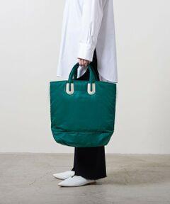 """NOMADIS(ノマディス)の定番でお作りしている人気のトートバッグ。<br>発色がよく差し色になるグリーンと合わせる色味を選ばないブラックの二色をご用意。<br>ふわふわとした柔らかな生地感が魅力的な一品です。<br><br><NOMADIS(ノマディス)><br>""""自由にわがままに。自分の可能性に心を躍らせているあなたに彩りを添えたい""""<br>そんなアクションを起こし続けたいという日本発ブランド。<br><br>【注意事項】<br>※商品を使用前に、タグ等に記載されている「取り扱い上の注意書き」、「洗濯表示」を必ずご確認ください。<br>※商品画像は、光の当たり具合やパソコンなどの閲覧環境により、実際の色味と異なって見える場合がございます。予めご了承ください。<br>※商品の色味の目安は、商品単体の画像をご参照ください。<br><br><font color=purple>店舗へお問い合わせの際は、全国のUNITED ARROWS各店舗まで下記の品名/品番をお申し付け下さい。<br />品名:NOMA ARLES NYL L  品番:1732-599-9149</font>"""