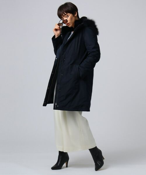 *DOWN COAT*女性らしいシルエットで、しっかり防寒しながら洗練された印象に。