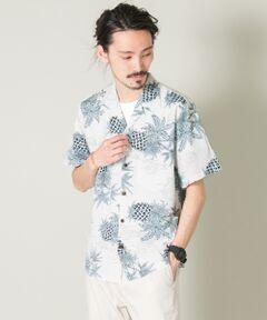 【TWO PALMS / トゥーパームス】<br><br>1982年にスタートした、ハワイアンウェアブランド。<br>ホノルルのダウンタウンで生産される、正真正銘のMADE IN HAWAII。<br>確かな品質とバリエーションの豊富さ、アロハシャツとしては、とてもバリュー感のあるプライスが魅力的です。<br><br>テロテロとしたレーヨン素材のボディは、オールディーズから続く正統派アロハ。<br>ネームはTWO PALMSと、URBAN RESEARCHのダブルネーム仕様になっています。