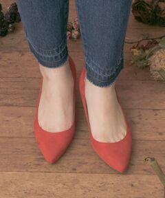 """2018年SPRING  """"Retro feminine"""" <br><br><strong style=""""font-weight:bold;"""">【極上の履き心地を実現!走れるパンプス】</strong><br>日本人女性の脚の形にフィットする木型をベースにしたお作りで履き心地のラクさに定評のあるシューズブランド""""MILLIWM""""から春の新作が登場。春夏らしい新鮮なトマトカラーとパープルに加え定番で使えるグレーとブラックで展開。トレンド回帰したポインテッドトゥが足先まで長くシュっとした美脚シルエットを演出してくれます。見た目のこだわりだけで無く、インソールには脚が疲れにくいようクッションを入れており、長時間の着用でも姿勢を支える機能性と履き心地を実現。2,3足ストックしておきたくなる活躍必至のアイテムです。<br><br><strong style=""""font-weight:bold;"""">POINT</strong><br>・しなやかな手触りのマイクロファイバー仕様で汚れが付きにくくブラシをかけるだけで簡単にお手入れが可能<br>・水にぬれても色が落ちにくく風合いが硬くなったり縮んだりしにくい撥水加工を施した素材<br><br><strong style=""""font-weight:bold;"""">COORDINATE</strong><br>抜群の履き心地でフラットシューズのようにラフに普段使いしていだけるパンプスだけに活躍のシーンやコーデは無限大!デニムやチノパンツ、ベイカーパンツなどとの大人カジュアルコーデにセットしたり、靴下とのレイヤードでレトロに、スカートと合わせてフェミニンにお召しいただくのもおすすめです。スラックスやワイドパンツと合わせてお仕事やオンシーンにも活躍できるアイテムです。"""