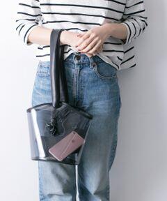 """<strong style=""""font-weight:bold;"""">【女性の気持ちにに寄り添ったバケツ型バッグ】</strong><br>水や汚れに強いPVC素材を使用したレジャーシーンにオススメのアイテム。ショルダーのお紐は肩がけにする際、肩を痛めないようにやわらかい素材を使用しました。バケツ型シルエットが、子供っぽくなりすぎずデイリーにお使いいただけます。<br><br><strong style=""""font-weight:bold;"""">POINT</strong><br>・コーデしやすいベーシックなカラー展開<br>・ショルダーのお紐が調節可能<br>・オールシーズン愛用可能<br><br><strong style=""""font-weight:bold;"""">COORDINATE</strong><br>小物で遊べるクリアデザイン。ポーチやお財布などあえてみせるのがこなれた印象に◎秋冬はファーアイテムをプラスするなど、自分だけのバッグデザインを楽しんで。<br><br>重量 : 約240g"""