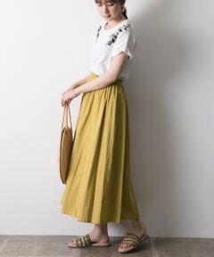 """完売していたこの夏の大ヒットスカートが待望の再入荷いたしました!!<br><br><strong style=""""font-weight:bold;"""">【1枚で2スタイルが叶う活躍必至のリバーシブルスカート】</strong><br>表でも裏でも着用できるリバーシブルのギャザースカート!<br>表と裏でカラーを変えているので、1着持っていれば、コーディネートの幅が広がる優秀なアイテムです。シンプルなロングスカートですが、腰まわりが広がりすぎないように、ギャザー分量を調整しているのですっきりと美シルエットにスタイルを演出。その日の気分や合わせたいトップスによって表裏自在にチェンジしてお召いただけるので、飽きがこず永くお召いただけます。<br><br><strong style=""""font-weight:bold;"""">POINT</strong><br>・表裏リバーシブルになった優秀デザイン<br>・横に広がらず縦に落ちるラインが綺麗な美シルエット<br>・綿100%の素材で春夏の着用に快適な1枚。<br><br><strong style=""""font-weight:bold;"""">COORDINATE</strong><br>Tシャツやブラウス、シャツなどあらゆるトップスと自在にお召合わせいただけるシンプルデザイン。カジュアルにスニーカーで崩したり、フラットサンダルでリラックス風に、ヒールサンダルで綺麗めにもお召いただけます。<br><br>※この商品は、素材の特性上、ネップ(糸が部分的に太くなっている部分)や織りムラがございますので、予めご了承ください。<br>また、洗うたびに少しずつ色落ち、独特の色合いと風合いになっていきます。<br>※その他お取り扱いに関しましては、商品に付属のアテンションタグをご覧ください。"""