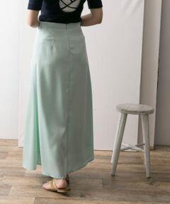 """<strong style=""""font-weight:bold;"""">【艶感と美フォルムが歩くたびに気分を上げる1枚】</strong><br>とろみのある生地がエアリーな立体感を描くフレアスカート。表面はサテンのように艶感をもたせた事でヘルシーな女性らしさと、しゃれ感がプラスされています。360度美フォルムを描く設計で、歩くたびにさらさらと風になびき気分をあげてくれます。<br><br><strong style=""""font-weight:bold;"""">POINT</strong><br>・今年トレンドのサテン素材のロングスカート<br>・しゃれ感のある絶妙なカラーリングで展開<br>・着痩せ効果のある美シルエット設計<br><br><strong style=""""font-weight:bold;"""">COORDINATE</strong><br>スウェットやTシャツ、リブニットなどカジュアルな素材のトップスを合わせる事でデイリースタイルが完成。また艶感のある素材感なので、シャツやブラウスなどと合わせて綺麗めなシーンでも活躍します。<br><br>※この商品は素材の特性上、 表面の粗い物に擦ったりバッグやベルト、先の鋭い物など引っ掛けや引っ掛かりが起きやすいので、お取扱いの際はご注意ください。"""