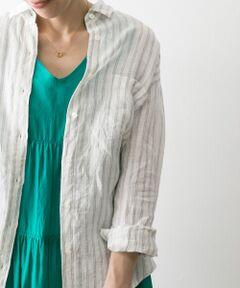 """<strong style=""""font-weight:bold;"""">【機能性に優れた春夏シーズンに活躍必至のリネンシャツ】</strong><br>耐久性・吸湿性に優れた清涼感のあるヨーロッパのインポート素材""""リトアニアリネン""""を使用した1枚。レギュラーシャツタイプのベーシックなデザインなので、合わせるものを選ばず何とでもお召合わせいただける春夏シーズンに活躍必至のシャツです。前ボタンの開け方を調整する事で、1枚でも様々な印象でお召いただけます。室内の冷房対策や、外出中の日焼け対策にも活躍します◎<br><br>※同素材でリトアニアリネンシャツワンピース(UR95-26C003)もご用意しております。 <br><br><strong style=""""font-weight:bold;"""">POINT</strong><br>・機能性に優れたインポート素材""""リトアニアリネン""""を使用<br>・コーディネートを選ばないベーシックデザイン<br>・羽織物としても活躍する春夏シーズンに活躍必至の1枚<br><br><strong style=""""font-weight:bold;"""">COORDINATE</strong><br>ボトムスを選ばず普段のスタイルにそのまま追加できる便利な1枚。デニムやロングスカートと合わせた王道スタイルにはもちろん、ワンピースの上から羽織るのもおすすめです。<br><br>※透け感あり<br>※この商品は、麻素材を使用しております。<br>素材の特性上、シワになりやすいのでご注意ください。 <br>また激しい運動や強い力がかかると、滑脱したり目寄れすることがあります。ご着用の際はご注意ください。 <br>※その他お取り扱いに関しましては、商品に付属のアテンションタグをご覧ください。"""