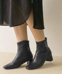 """<strong style=""""font-weight:bold;"""">【今年絶対おさえておきたい""""ストレッチブーツ""""がMILLIWMから新登場】</strong><br>アンクルの部分がストレッチ仕様になっている事で、靴擦れなどのストレスが無く、抜群の履き易さを叶える1足。<br>足首が細身のデザインになっているので、ワイドパンツやリブニットパンツなどとも非常に相性が良く、すっきりとキマります。<br>コーデにプラスワンするだけで一気にしゃれ感のあるスタイルが叶う今年注目のアイテムです。<br><br><strong style=""""font-weight:bold;"""">POINT</strong><br>・素早く足に馴染む柔らかなレザー<br>・伸縮性に富んだストレッチ仕様で抜群の履き心地<br>・しゃれ感のあるスタイルが叶うトレンドデザイン<br><br><strong style=""""font-weight:bold;"""">COORDINATE</strong><br>ワンピース、ロングスカートなどとの合わせはもちろん、今年はリブニットパンツやワイドパンツなどとの合わせが断然おすすめ。足首が細いデザインになっているので、どんなシルエットのパンツともバランス良くキマります。<br><br><strong style=""""font-weight:bold;"""">【MILLIWM(ミリウム)】</strong><br>スニーカーを履きなれた女性のためのシューズブランド。<br>履き心地の良さや、機能性を取り入れ、きれいな木型を使ったパンプスやフラットシューズを提案。<br><br>※サイズ表の「メーカーサイズ」、「対応サイズ」の表記につきまして、「メーカーサイズ」とはメーカーの箱・商品タグなどに記載されたサイズ、「対応サイズ」とは当社が独自で計測したサイズです。履き心地には個人差がございますので、あくまでも目安としてご覧ください。"""