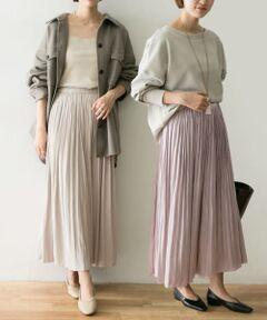 """<strong style=""""font-weight:bold;"""">【表情の違う2色が1枚で楽しめる万能リバーシブルスカート】</strong><br>秋冬シーズンに初登場し、大変ご好評いただきましたリバーシブルギャザースカートが、春の新色をまとってアップデート。一方はラメ感を含んだ華やかなシャイニーカラー、もう一方はさらっとした上品なマットサテンでお作りしており、2色をお楽しみいただけるだけでなく、それぞれが魅せる表情にも変化をつけてお召いただける優秀なスカートに仕上がっています。春のニューシーズンが待ち遠しくなる、高揚感溢れる新鮮なカラーリングでご用意しました。<br><br><strong style=""""font-weight:bold;"""">POINT</strong><br>・2色どちらも活躍する新鮮な春カラー展開<br>・ストレスフリーなウエストゴムデザイン<br>・すとんと縦に落ちる美シルエット設計<br><br><strong style=""""font-weight:bold;"""">COORDINATE</strong><br>シャツ、ブラウス、スウェット、カットソー、ニットなどあらゆるアイテムと無限大のコーディネートが叶う万能なスカート。さらに1枚で2色楽しめるリバーシブルデザインが一層活躍の幅を広げます。<br><br>※この商品はプリーツ加工を施していますが、永久的なものではありません。着用やクリーニングにより消失するおそれがあります。<br>※必ず、ハンガーに吊るして保管してください。たたんでの保管は、お避けください。<br>※その他お取り扱いに関しましては、商品に付属のアテンションタグをご覧ください。"""