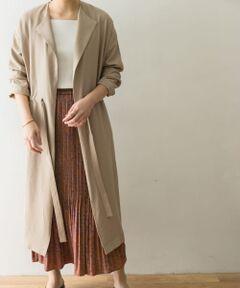 """<strong style=""""font-weight:bold;"""">【スタイリングを選ばず羽織れる万能な着流しコート】</strong><br>ウエストの紐でお好きなバランスに調節できるデザインのライトアウター。落ち感のある柔らかな生地は女性らしさをプラスします。また、春だけでなく秋口にも着て頂けるお素材です。<br><br><strong style=""""font-weight:bold;"""">POINT</strong><br>・合わせ易いベーシックカラー<br>・軽やかな着心地<br>・メリハリコーデが叶うドロストデザイン<br><br><strong style=""""font-weight:bold;"""">COORDINATE</strong><br>カジュアル、フェミニン、キレイ目など様々なスタイルに応用がきく1枚。いつものスタイルにサラッとお羽織り頂くだけでこなれた印象に仕上がります。<br><br>※この商品は、摩擦や汗、雨などの使用条件等により、色落ちや他の物への色移りの可能性がございますのでご注意ください。<br>※レーヨン素材として、水や汗に濡れるとその部分が縮んでシミになったように見えますのでご注意ください。アイロンを直接当てることや、スチームアイロンのご使用はお避けください。アイロンをかける場合はあて布をしてください。<br>※その他お取り扱いに関しましては、商品に付属のアテンションタグをご覧ください。<br><br>総重量 : 約585g"""