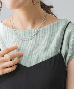ロングネックレスとして、また2連ネックレスとして2WAYで活躍するアイテム。ニットやTシャツなどシンプルなお洋服のプラスワンにピッタリ。オンオフ兼用でシーンを選ばず重宝します。<br><br>※商品画像は、光の当たり具合やパソコンなどの閲覧環境により、実際の色味と異なって見える場合がございます。予めご了承ください。<br>※商品の色味の目安は、商品単体の画像をご参照ください。