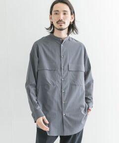 ■COSEI 2021 SS<br><br>同ブランドのディレクターであるURBAN RESEARCH MENS BUYERが、夏場に心地よく着れるものを作りたいとい想いから生まれたシースルーバンドカラ―シャツ。<br>ストレスをなくすパターンメイクとカッティング、上品さ香る貝ボタン、ミリタリーシャツ特有のフラップポケットを採用。このポケットは胸元の透け感をカバーする効果も。<br><br>そして何より特筆すべきポイントは、このシャツが化繊を使用せずにコットン100%であるということ。<br>非常にきめ細かな糸を使用しているため、まるでメンズの服とは思えないほどの滑らかな肌触りと心地よい着心地に、心奪われるはず。<br><br>シンプルなスラックスやフレアデニム、レザーのサンダルなどのスタイリングがオススメです。<br><br>【COSEI コセイ】<br><br>その時、感じる一瞬一瞬のインスピレーションを切り取り、 素材、パターン、デザインに落とし込み、着る人が持つ感性に変化する洋服。 アイテムによって、そのカテゴリにおけるスペシャリストであるデザイナーがディレクションを行う。 一貫するのは、ヴィンテージを思わせる素材・デザインを、モードに落とし込んだプロダクト。<br><br>-----------------------------<br>透け感 : あり<br>伸縮性 : なし<br>裏地 : なし<br>光沢 : なし<br>ポケット : あり<br>-----------------------------<br><br>※素材の性質上、多少のしわ、縮みがあります。洗濯の際、ご注意ください<br>※自動乾燥機(タンブラー)のご使用はお避けください。<br><br>※商品画像は、光の当たり具合やパソコンなどの閲覧環境により、実際の色味と異なって見える場合がございます。予めご了承ください。<br>※商品の色味の目安は、商品単体の画像をご参照ください。