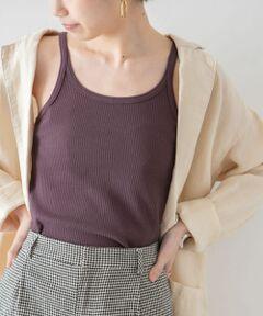 """<strong style=""""font-weight:bold;"""">【ニュアンスカラーと細めショルダーデザインがデイリーに使いやすい1枚】</strong><br>安心感のあるリブ編みのタンクトップ。キャミソール風のデザインなので、合わせるシャツやカーディガンから覗いたときにデコルテ回りを女性らしく華奢に見せてくれます。シーンレスに活躍するベーシックなカラーでご用意致しました。<br><br>※この商品は、水洗い可能となっておりますが、水洗いすることにより若干縮む事がありますのでご了承ください。<br><br>※商品画像は、光の当たり具合やパソコンなどの閲覧環境により、実際の色味と異なって見える場合がございます。予めご了承ください。<br>※商品の色味の目安は、商品単体の画像をご参照ください。<br><br>-----------------------------<br>透け感:ややあり<br>伸縮性:あり<br>裏地:なし<br>光沢:なし<br>ポケット:なし<br>-----------------------------"""