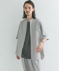 【URBAN RESEARCH 2021SS】<br><br>夏のセットアップシリーズの組上バンドカラーシャツ。<br>スーツ生地で使用される綺麗な梳毛により、ドレス感とカジュアル見えを兼備したクールなルックスが完成。袖丈はトレンド性のあるやや長めのスリーブに、フロントの着丈を調節し、着丈に前後差をつけることで脚長効果を実現させました。<br>同時リリースのWASHABLEウールイージートラウザーとセットアップで着用可能。<br><br>※この商品は素材の性質上、水や汗で湿ったまま長時間放置したり、摩擦することにより、他の物に色移りすることがありますのでご注意ください。<br>※保管する際はハンガーにかけ、ゆったりとスペースをとって吊るしてください。<br>※その他お取り扱いに関しましては、商品に付属のアテンションタグをご覧ください。<br><br>※商品画像は、光の当たり具合やパソコンなどの閲覧環境により、実際の色味と異なって見える場合がございます。予めご了承ください。<br>※商品の色味の目安は、商品単体の画像をご参照ください。<br><br>-----------------------------<br>透け感:なし<br>伸縮性:なし<br>裏地:なし<br>光沢:なし<br>ポケット:あり<br>-----------------------------