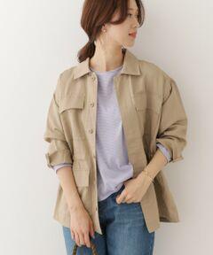 季節の変わり目に外せないミリタリージャケットを風合いのあるコットンリネンでご用意しました。<br>メンズライクになりがちなM65のデザインですが、程よいゆるさの出るサイジングや着込むほどに柔らかさの増す素材感が女性でも着ていただきやすい仕様になっています。 <br>また、ウエストを絞ってシルエットを変えられる仕様にし、パンツスタイルでカジュアルに、スカートやワンピースでフェミニンに、と様々な大人ナチュラルなスタイルを作ることが出来るようになっています。<br><br>重量 : 約340g