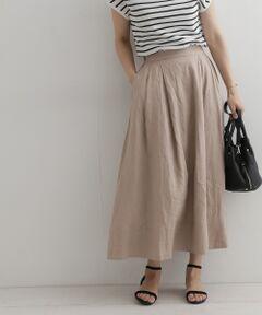 今年らしいらナチュラルなカラーが魅力のロングスカートを清涼感のあるリネン素材でご用意しました。<br>しなやかなリネンの生地は着込むほどに風合いが増し、しっかりと長さのある丈は甘さを抑えた印象に。<br>着丈が長い分、シューズデザインも選びません。<br>ウエストから程よくタックの入ったボリュームシルエットですが、落ち着いたカラーが夏のスタイリングを大人っぽく演出してくれます。