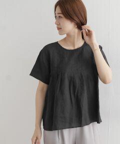 胸元に入ったピンタックが裾にかけて広がりを見せ、動きを出してくれるリネンブラウス。<br>シンプルなTシャツ型のデザインは合わせやすく、清涼感のあるリネン100%の素材を使用し、着込むほどに風合いが増すため長く愛用して頂けます。<br>シックなBLACK、白に近い柔らかい雰囲気のBEIGE、今年らしい淡いPURPLEの3色をピックしました。<br><br>※透け感あり<br>※この商品は麻素材を使用しております。その為、ネップ(部分的に太くなっている)やスラブ(太さにムラがある)などの糸ムラは、麻の素朴さを活かしたものです。また素材の特性上、シワになりやすいのでご注意ください。<br>※この商品は、着用時の摩擦やクリーニングの繰り返しにより、白化、毛羽立ちや部分的な脱色がおこる場合があります。<br>※この商品は、色の特性上、直射日光や蛍光灯に長時間あてますと変色する恐れがございます。ご着用や保管の際は、充分ご注意ください。<br>※その他お取り扱いに関しましては、商品に付属のアテンションタグをご覧ください。