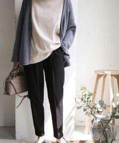 ロングセラー・スラックスイージーパンツ。<br>まだまだ暑い日の軽めの装いにピッタリな薄手のツイル生地でご用意しました。<br>テーパードのスッキリとしたシルエットやセンタープレスが美しく、ストレッチの効いた生地やゴム仕立てのウエストがリラックスして穿くことができるため、デイリーユースしやすい一着になっています。<br>腰回りはゆとりを持たせ、膝下を細く設定しているので、チュニックやワンピースにもバランス良く合わせることが可能。<br>オンオフ問わず活躍するのでお仕事をされている方はもちろん、お子様がいらっしゃる方のお出かけ着としてもオススメです。<br><br>毎型リサイズしているため、ご購入の際は必ずサイズ詳細をご確認くださいませ。<br><br>※商品画像は、光の当たり具合やパソコンなどの閲覧環境により、実際の色味と異なって見える場合がございます。予めご了承ください。<br>※商品の色味の目安は、商品単体の画像をご参照ください。<br><br>-----------------------------<br>透け感:なし<br>伸縮性:ややあり<br>裏地:なし<br>光沢:なし<br>ポケット:あり<br>-----------------------------