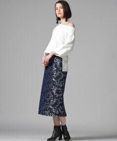 ダマスク柄が印象的なジャガードスカート。Made in JAPANのオリジナル柄でシルバー糸と起毛素材を使用することで重々しい印象にならず今年風にアップデート。vegaにしかないアイテムです!コーディネートの主役アイテムとして重宝し、いつもの着こなしをぐっとお洒落にしてくれます。あえてスエット素材などのスポーティーなアイテムをMIXさせると今年らしい着こなしができトレンド感アップ!(同素材のトップス(3313-75002)もございます。)