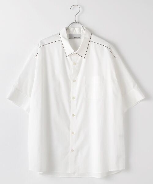 Verseau / ヴェルソー シャツ・ブラウス | WHITE LINE【ユニセックス】{洗える・抗菌・抗ウイルス}ハンドプリント五分袖シャツ(ホワイト)