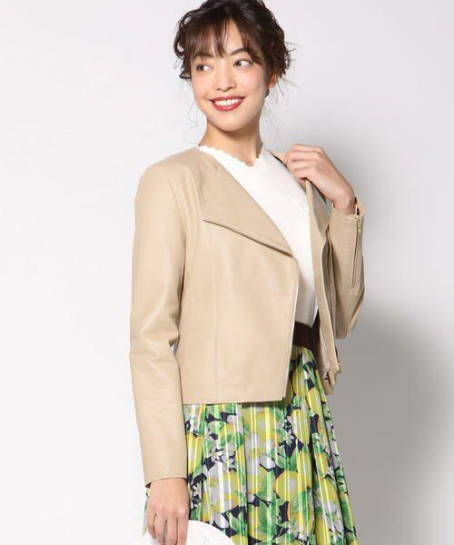 上質なラムレザーライダースは羽織るだけで上品な印象に!春らしい柔らかな色もポイント。